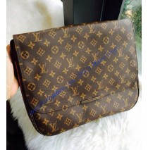 Louis Vuitton Monogram Canvas Beaubourg MM M97038