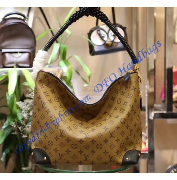 Louis Vuitton Triangle Softy M44130